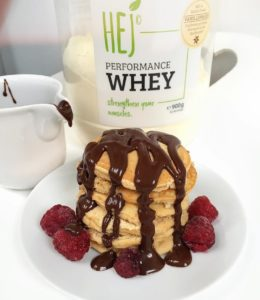 Endless Pancake-Love... #pancakesarelife Heute habe ich mir eine Portion Protein-Pancakes gemacht und weil Schokolade alles besser macht, musste die auch noch drauf Ist übrigens zuckerfreie Schokolade, die kaufe ich immer im Bio-Markt oder Reformhaus Rezept für die Pancakes schreibe ich euch wieder mal auf☺️ 1 Ei, 1 Eiklar, 30g Proteinpulver (@hejnutrition), 30g Mehl, etwas Flüssigkeit zum Verrühren ...mit Kokosöl anbraten und genießen Könnte ich wirklich jeden Tag essen... - - #breakfast #healthy #eatclean #love #fitfood #foodporn #proteinpancakes #lifestyle #instahealth #chocolate #fitness